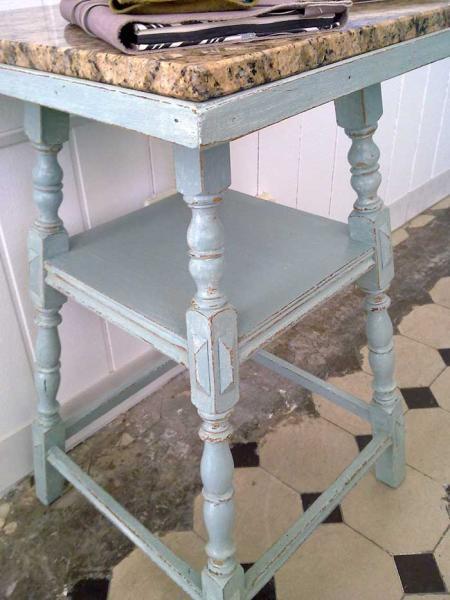 Shabby chic beistelltisch mt marmorplatte kleiddich for Beistelltisch marmorplatte